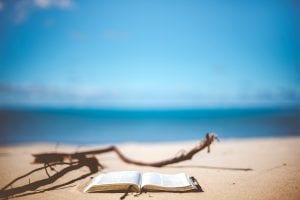 libro-en-playa